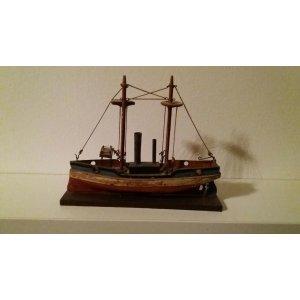 Dampfer der Firma Alfred Schneider aus Mengersgereuth-Hämmern um 1900 Ein gleiches Modell ist im Deutschen Spielzeug Museum in Sonneberg sichtbar.